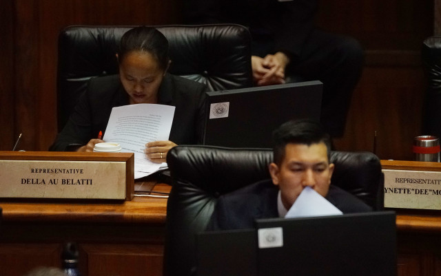 Rep Della Au Belatti and Rep Takashi Ohno read during House floor session. 12 april 2016.