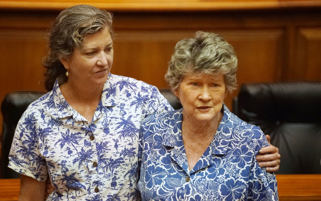 Sen Laura Thielen with mom Rep Cynthia Thielen at the House during joint session. 22 april 2016.