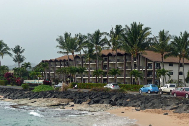 A Washington, D.C., man died Saturday after drowning in the waters off of Lawai Beach Resort.