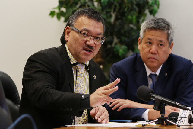 Vice Speaker John Mizuno responds to media questions as Rep Scott Saiki looks on during house presser. Souki's office. 5 may 2016