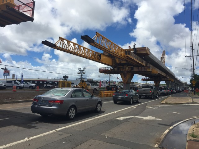 In Honolulu, volunteer map editors use reports by Waze users to provide current information on rail construction and traffic.