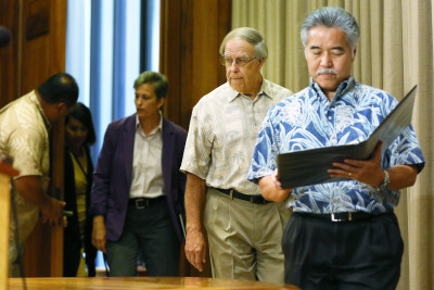 Ige Replaces State Utility Regulator As NextEra Decision Looms