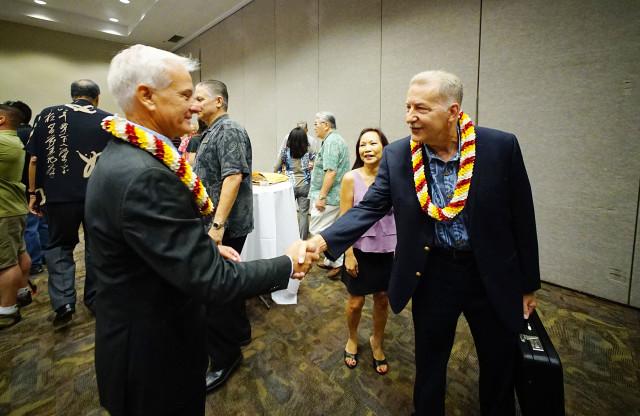 Honolulu Mayor Kirk Caldwell shakes Peter Carlisle's hand before debate begins. 14 july 2016