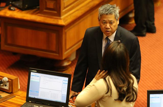 House Majority Leader Scott Saiki on the floor before session begins. 18 july 2016