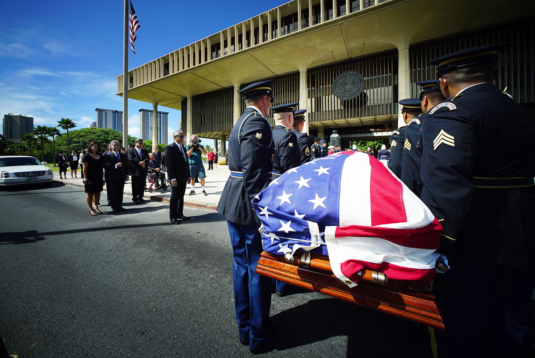 <p>Members of the Honor Guard from the Hawaii National Guard prepare to carry U.S. Rep. Mark Takai&#8217;s casket into the Hawaii State Capitol, while Gov. David Ige and Takai&#8217;s widow, Sami, wait.</p>