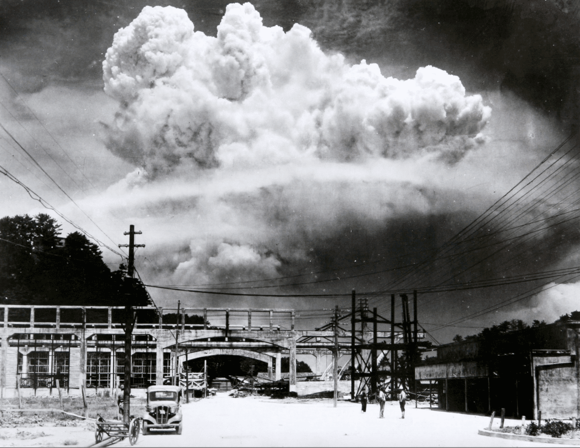 an overview of the dropping of the atomic bomb on august 6 in 1945