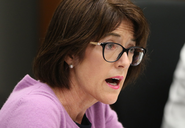 HPD Commissioner Loretta Sheehan grills Chief Kealoha during police commission meeting discussing about media. 7 sept 2016