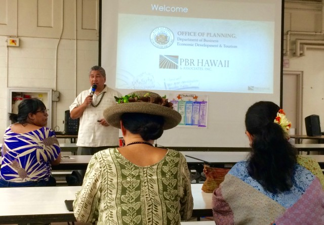 Ramsay Taum addresses meeting attendees. Taum hosted the event on behalf of Honolulu-based architecture and planning firm PBR Hawaii & Associates, Inc.