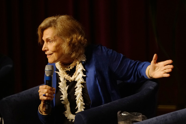 IUCN panel Dr Sylvia Earle gestures in panel. 4 sept 2016