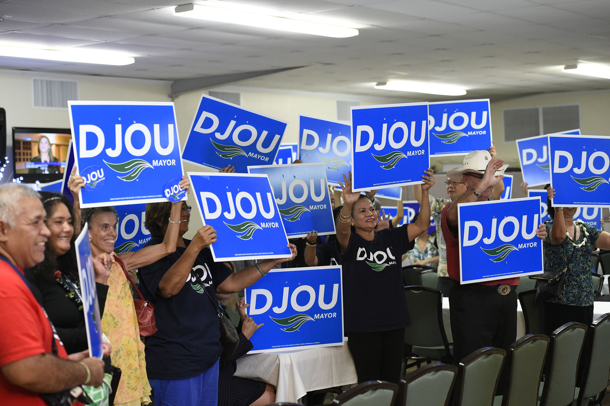 <p>Supporters of Honolulu mayoral challenger Charles Djou gathered at the Pearl Country Club to await the returns. — Ronen Zilberman/Civil Beat</p>