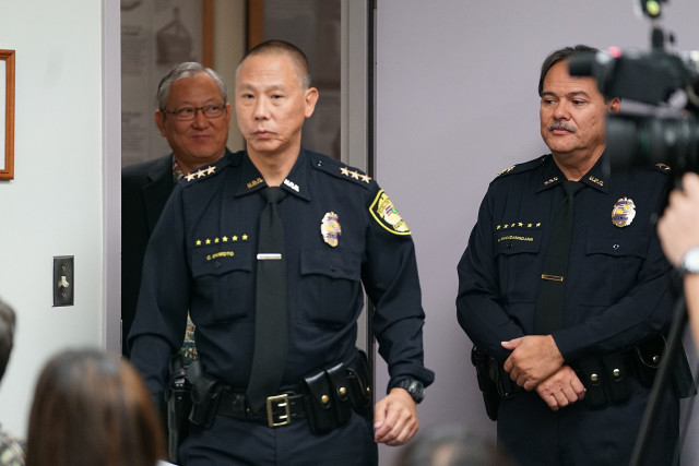 Acting HPD Chief Cary Okimoto walks in with Acting Mayor Roy Amemiya before presser. 20 dec 2016