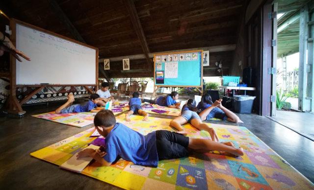 Malama Honua Charter School students read books. Waimanalo. 22 dec 2016