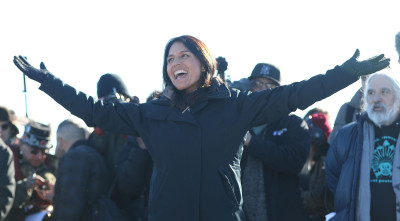 Congress woman Tulsi Gabbard greets veterans gathered for training and press conference at Cannonball field near the camp. 4 dec 2016