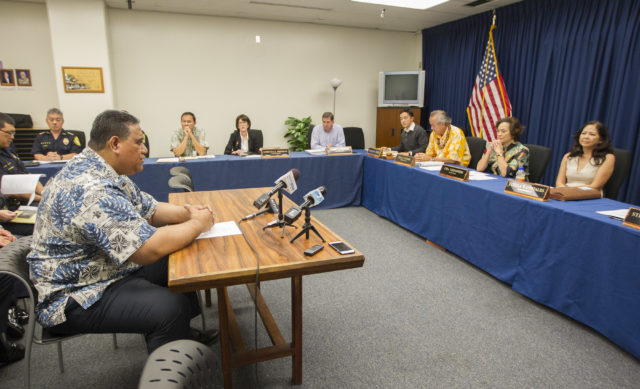 SHOPO President Tenari Ma'afala, left, speaks in support of Honolulu Police Chief Louis Kealoha before the Honolulu Police Commission went into executive session to decide the faith of Chief Louis Kealoha at the Honolulu Police Department , Wednesday, Jan. 18, 2017, in Honolulu. Photo by Eugene Tanner/Civil Beat