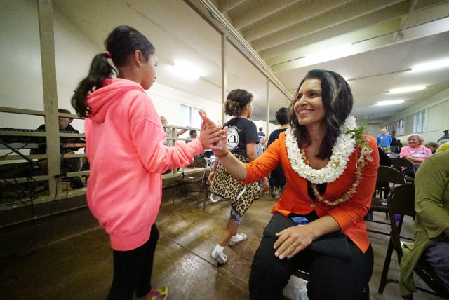 Congresswoman Tulsi Gabbard high five before her questions and answer session. congress on your corner. 13 aprill 2017