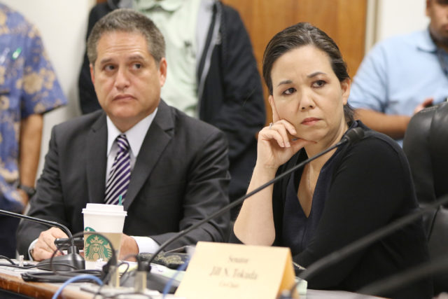 Sen Jill Tokuda Sen J Kalani English look on as Chair Lorraine Inouye is questioned by Rep Sylvia Luke. 26 april 2017