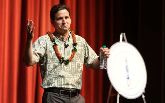 Senator Brian Schatz town meeting Mamiya Theatre gesture. 17 april 2017