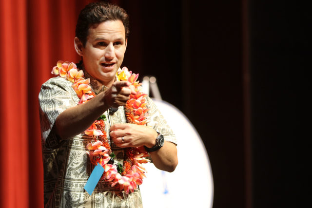 Senator Brian Schatz town meeting Mamiya Theatre1. 17 april 2017
