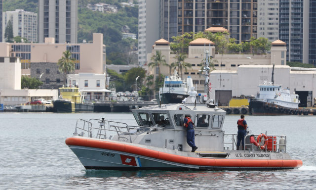 US Coast Guard patrol Honolulu Harbor1. 14 april 2017