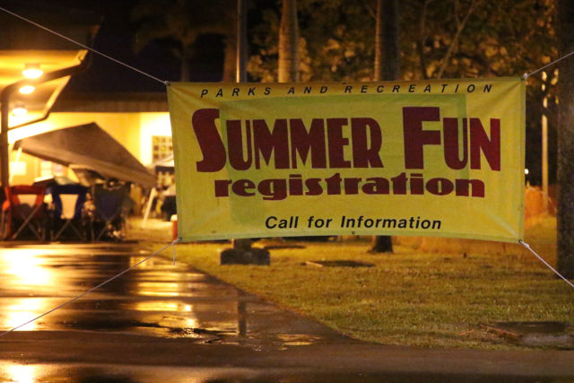 Summer fun registration sign at Manoa Recreation Center early 5am. 13 may 2017