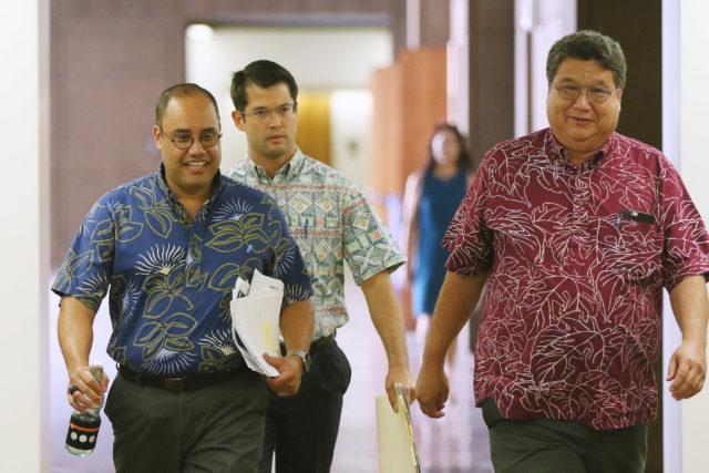 Senate President Kouchi and Senator Dela Cruz head over to Speaker Saiki's office for meeting before press conference.