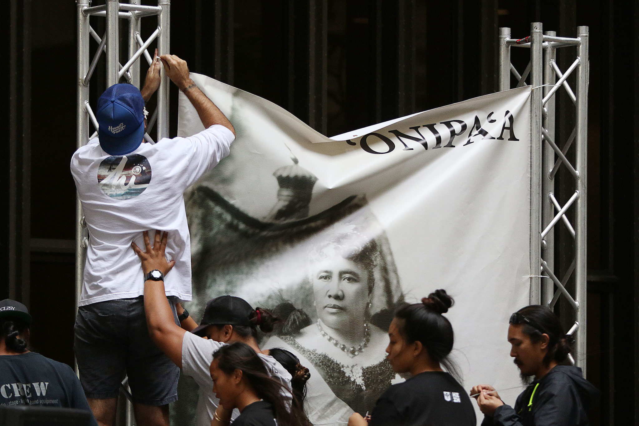 <p>A banner with an image of Queen Liliuokalani was raised in the Capitol Rotunda.</p>