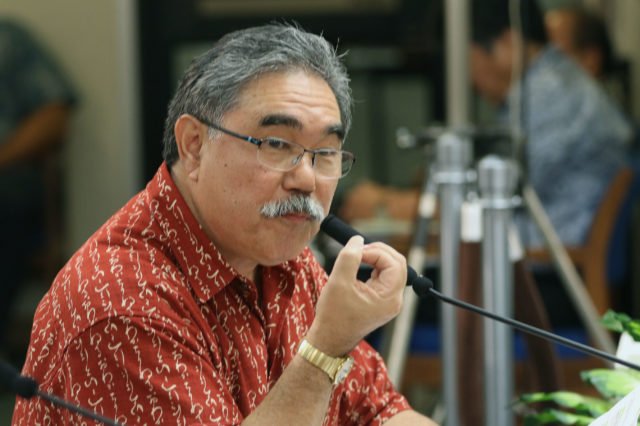 David Arakawa testifies at the Honolulu City Council.
