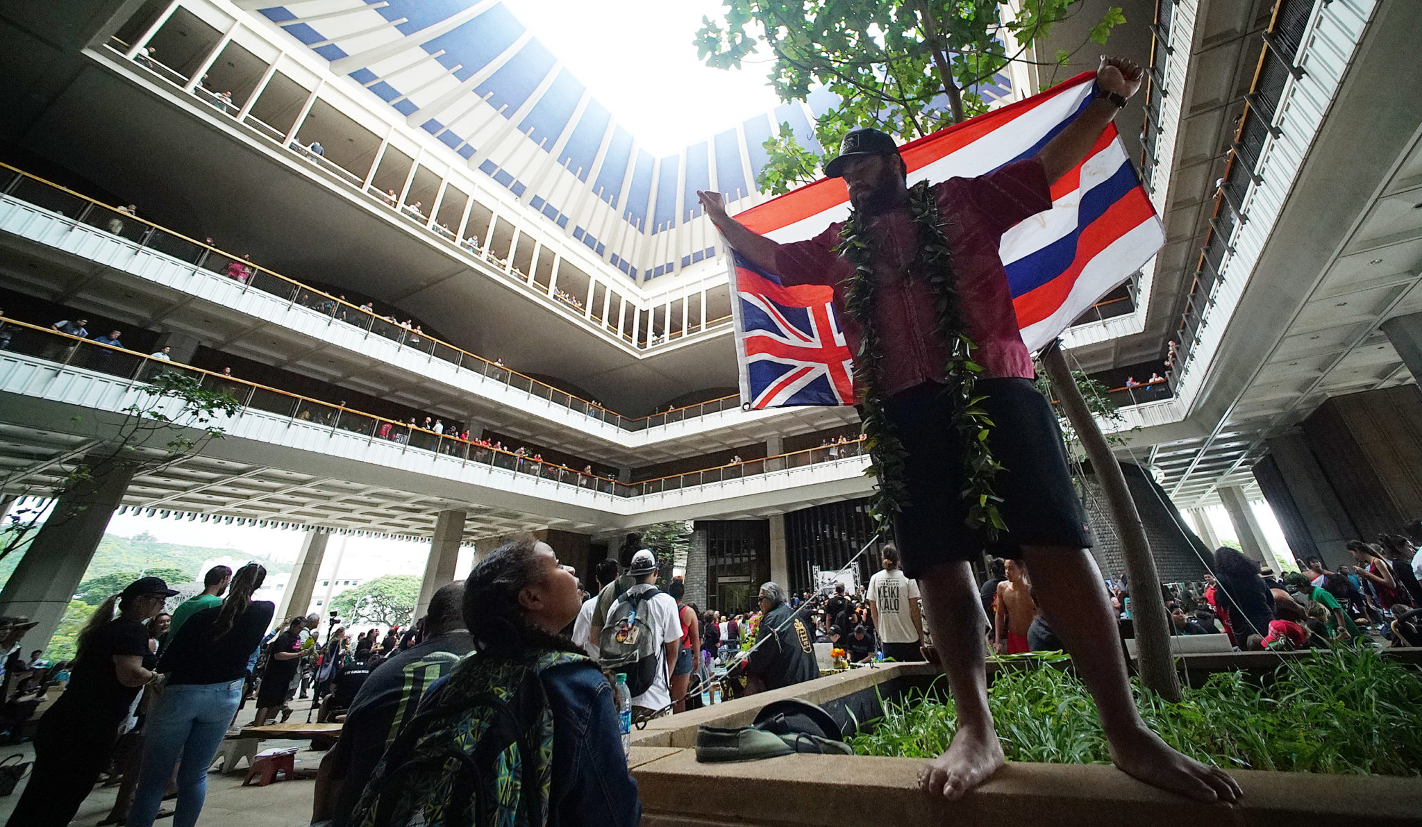 <p>The Capitol Rotunda had a decidedly Native Hawaiian flavor on opening day, which was also the 125th anniversary of the overthrow of the Hawaiian Kingdom.</p>