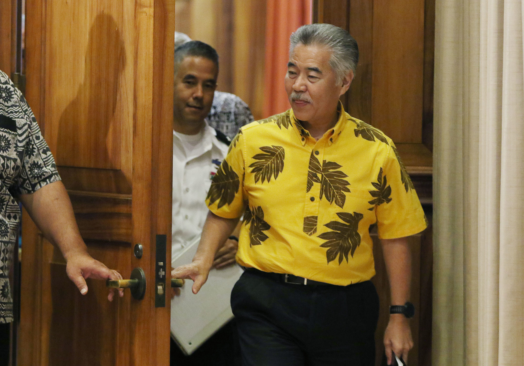 Governor David Ige enters with Brigadier General Kenneth Hara and not pictured, Mayor Harry Kim before the HIEMA report press conference.