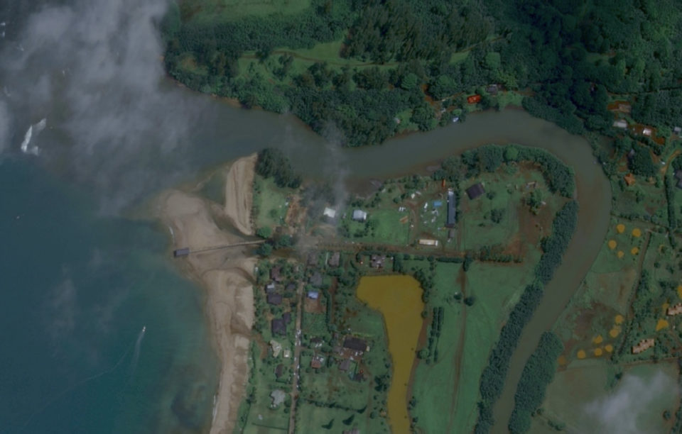 Check Out These Before-And-After Photos Of The Kauai Flood