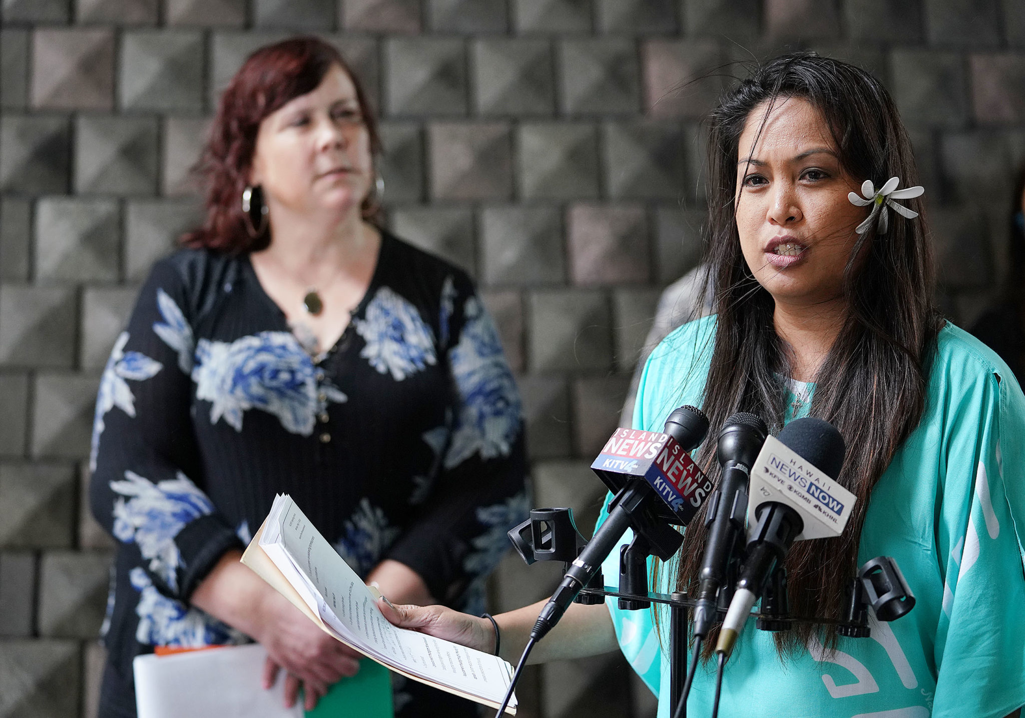 Brandee Menino Chair Hope Services Hawaii and left, Heather Lusk during homeless count press conference held at the Capitol Rotunda.