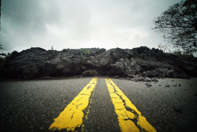 Hawaii residents shaken by quakes, brace for new lava outbreaks