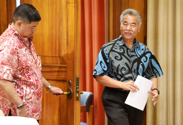 Governor David Ige walks into ceremonial room for a veto press conference / press avaiilability.