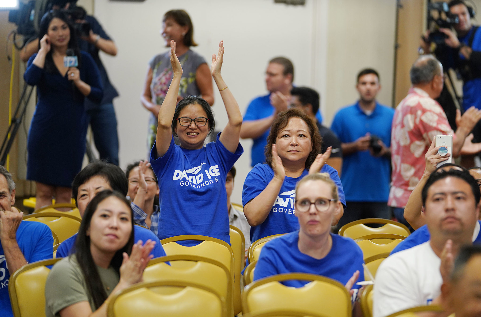 <p>Supporters of Gov. David Ige celebrate early returns that show him leading his challenger, Congresswoman Colleen Hanabusa.</p>