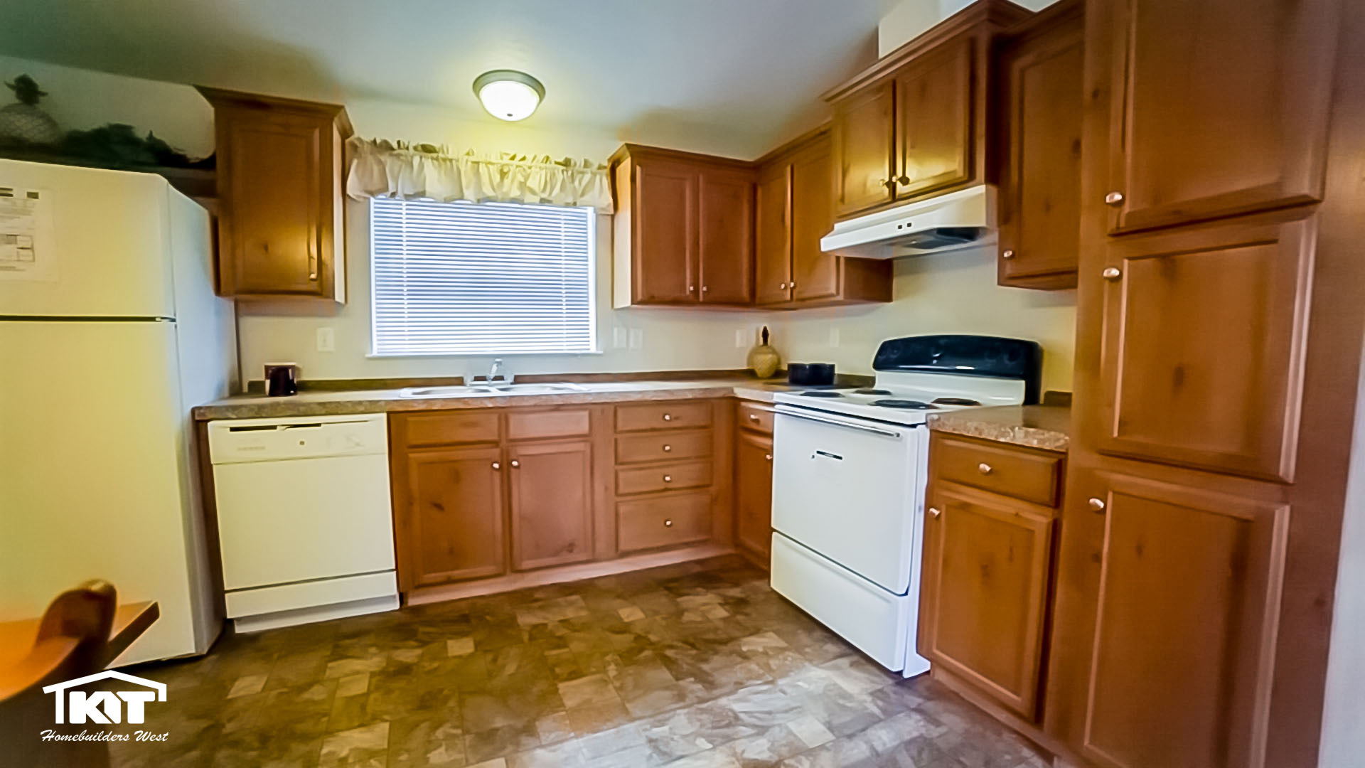 Washington home center in shelton wa manufactured home for Kitchen in the canyon