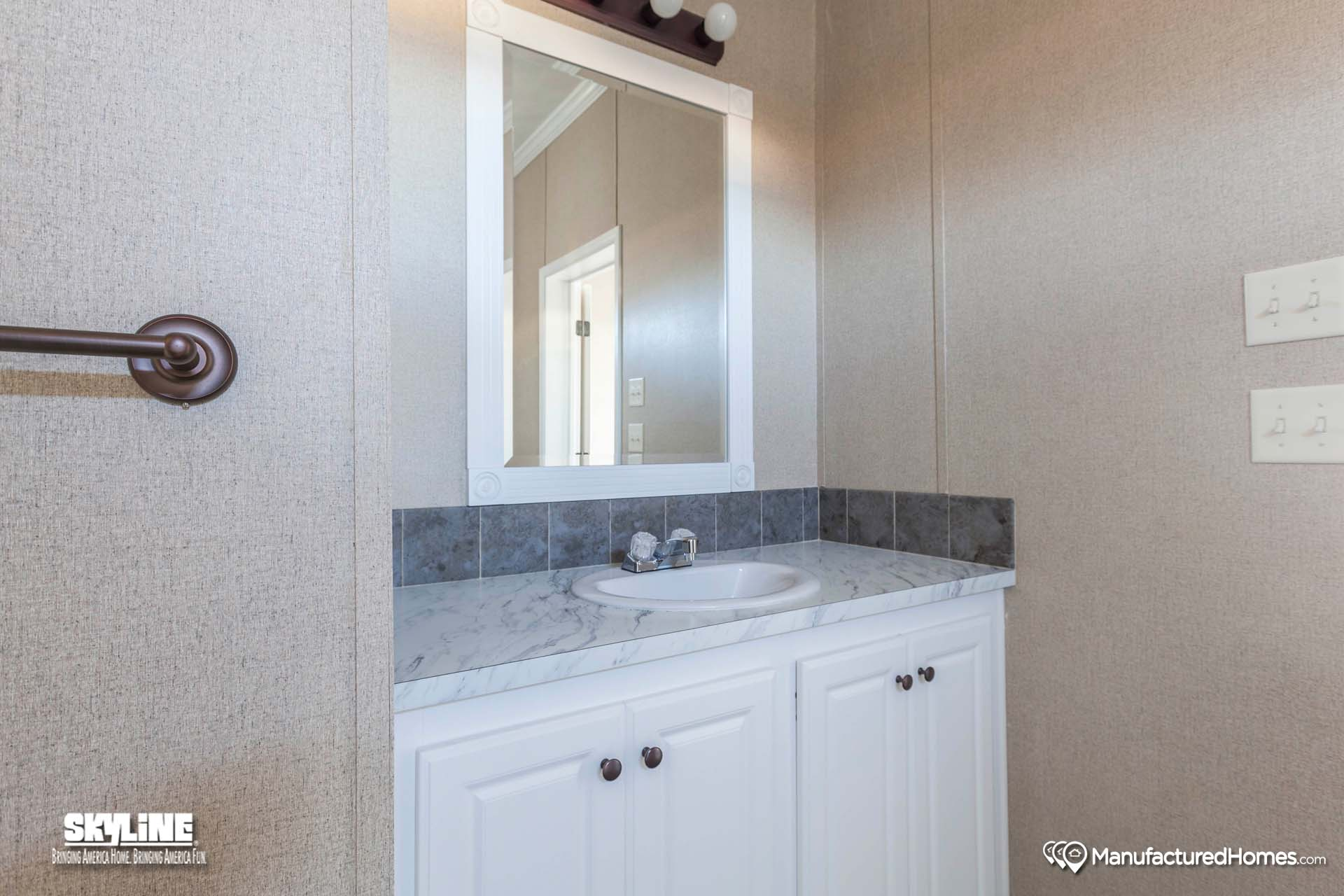 Sunwood f570ctq home by clayton homes of paradise for Bathrooms r us clayton