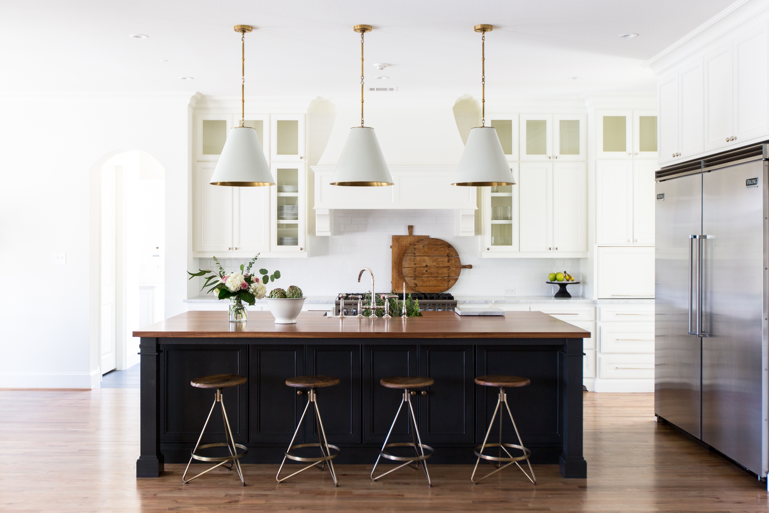 9 Chic Ways to Use Glass Kitchen Cabinet Doors | Hunker