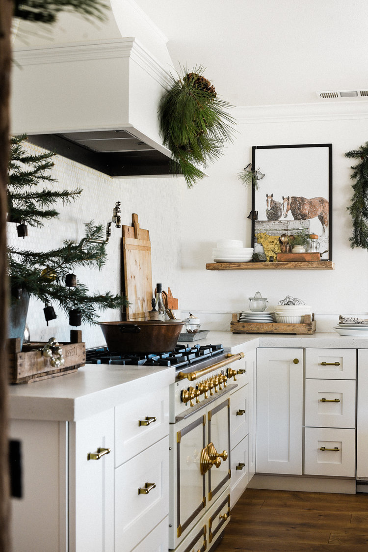 Farmhouse Christmas Decorating Ideas: Inspiration and Shopping