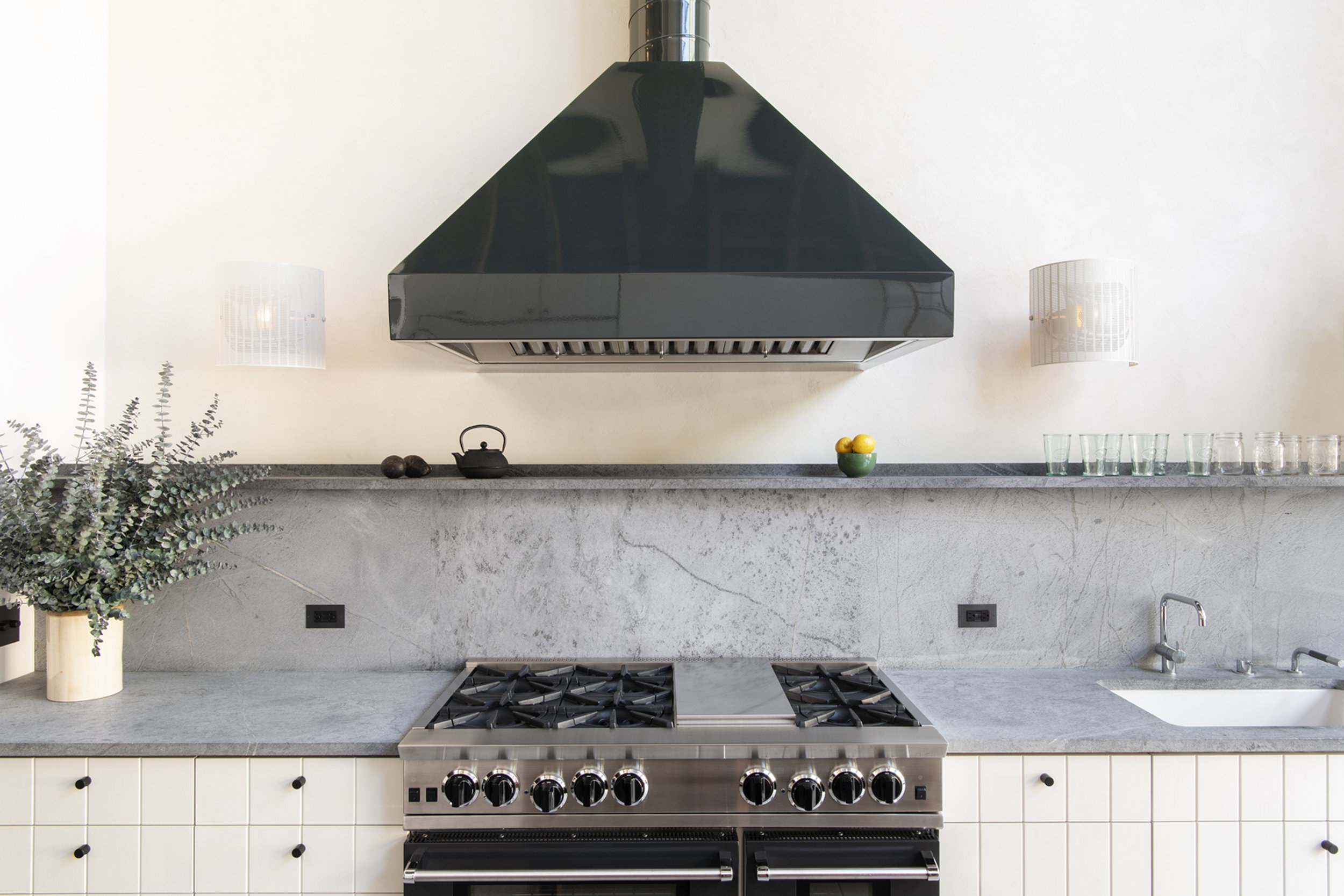 All We Want Are These 8 Kitchens With Gray Countertops Hunker