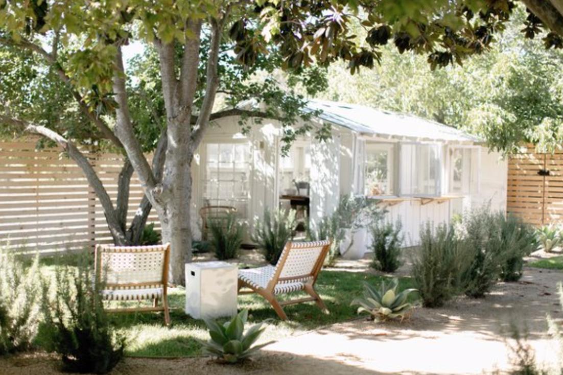8 Modern Farmhouse Landscaping Ideas | Hunker