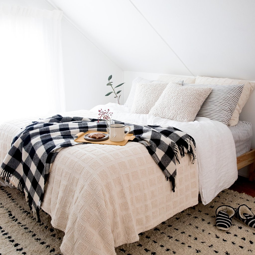 Farmhouse Bedding Ideas: Inspiration and Shopping