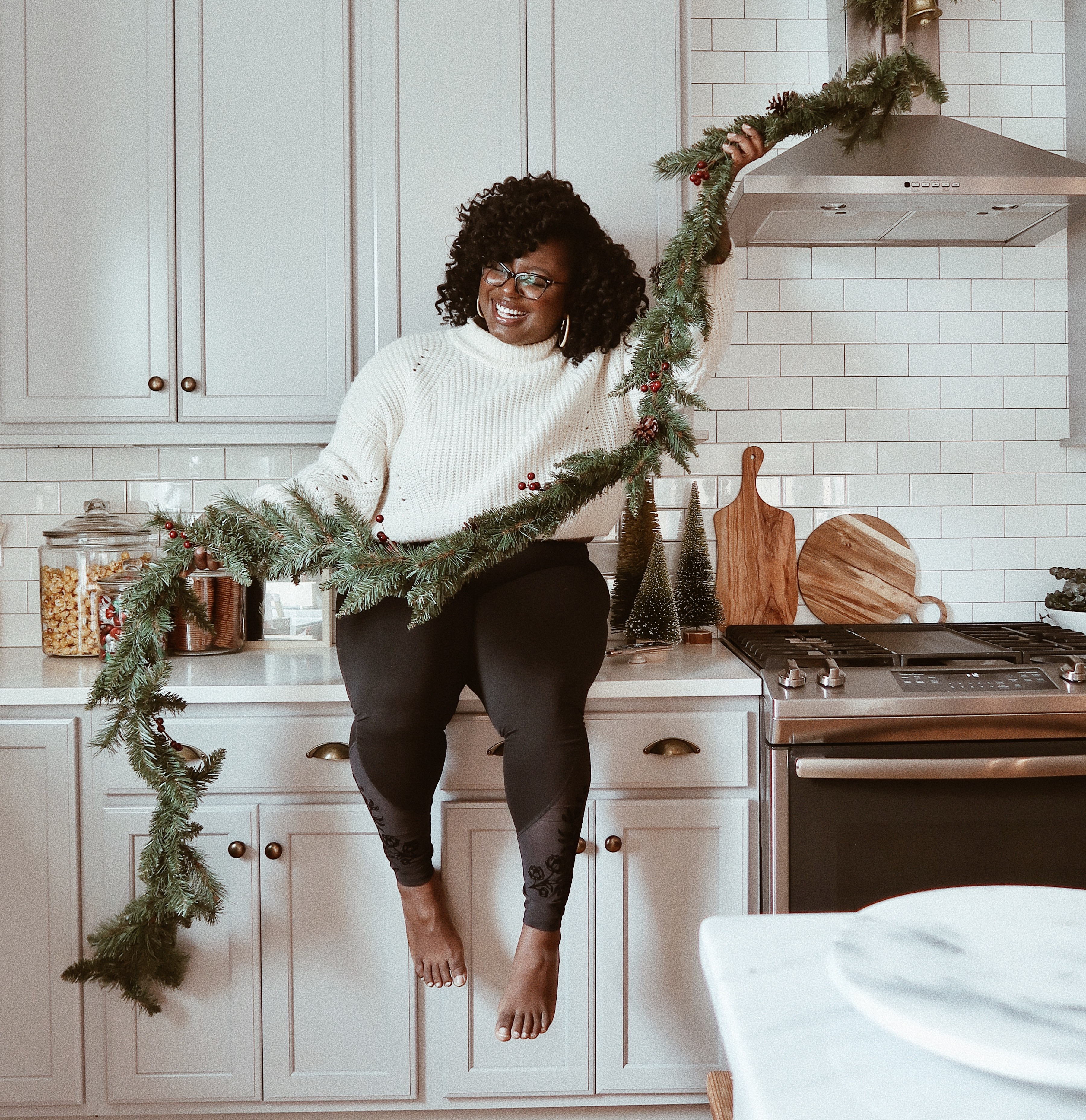 How to Create a Minimal Holiday Decor Spread | Hunker