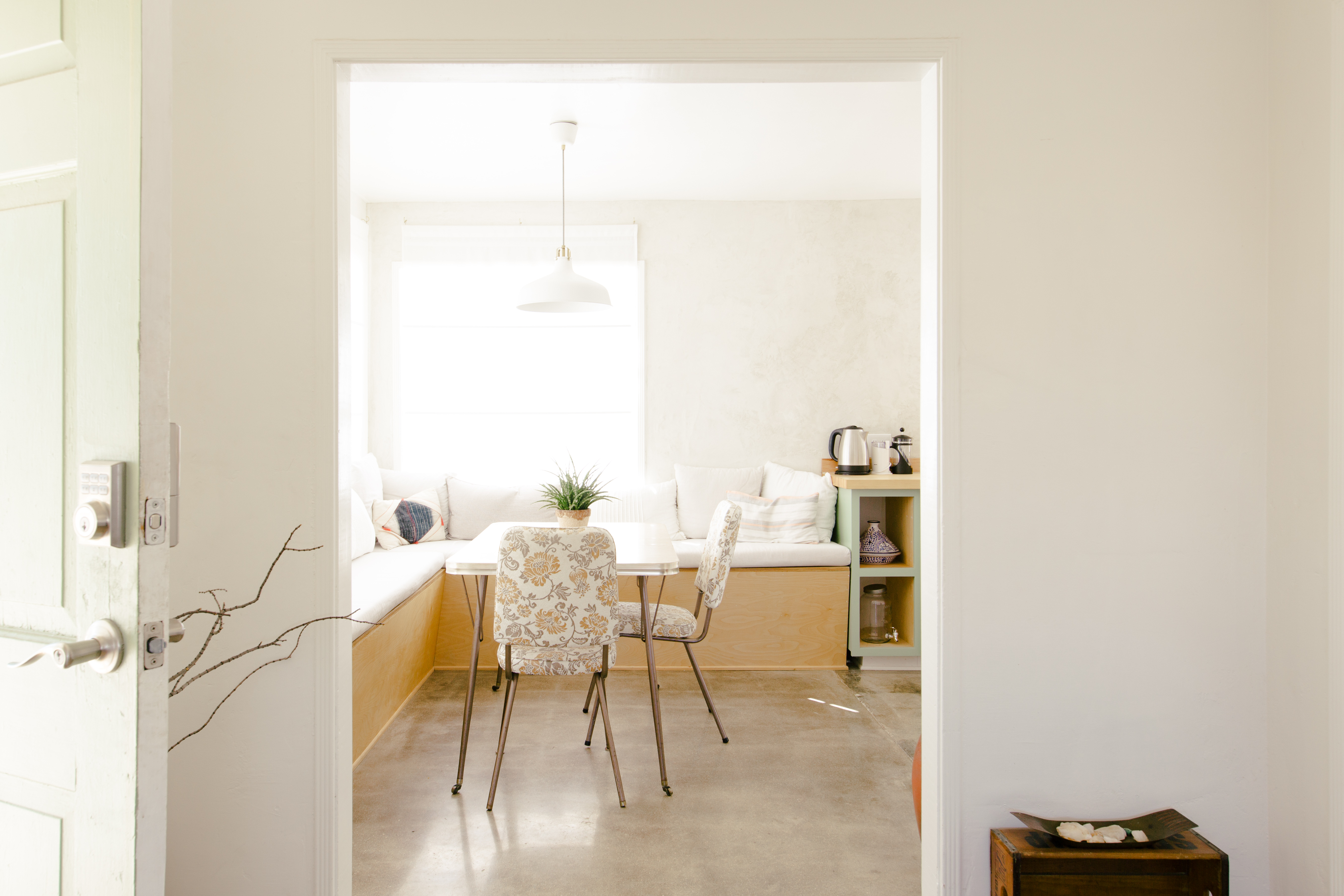 Building A Breakfast Nook With Storage How To Guide Hunker