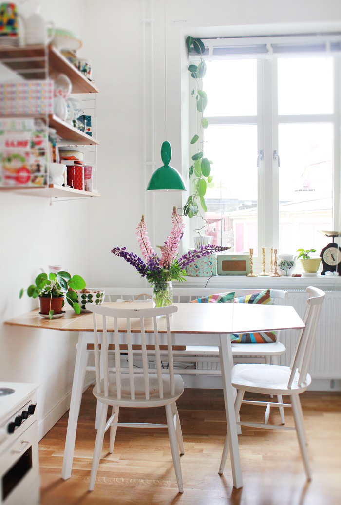 Your Tiny Quarters Are No Match For These 5 Small Kitchen Table Ideas Hunker