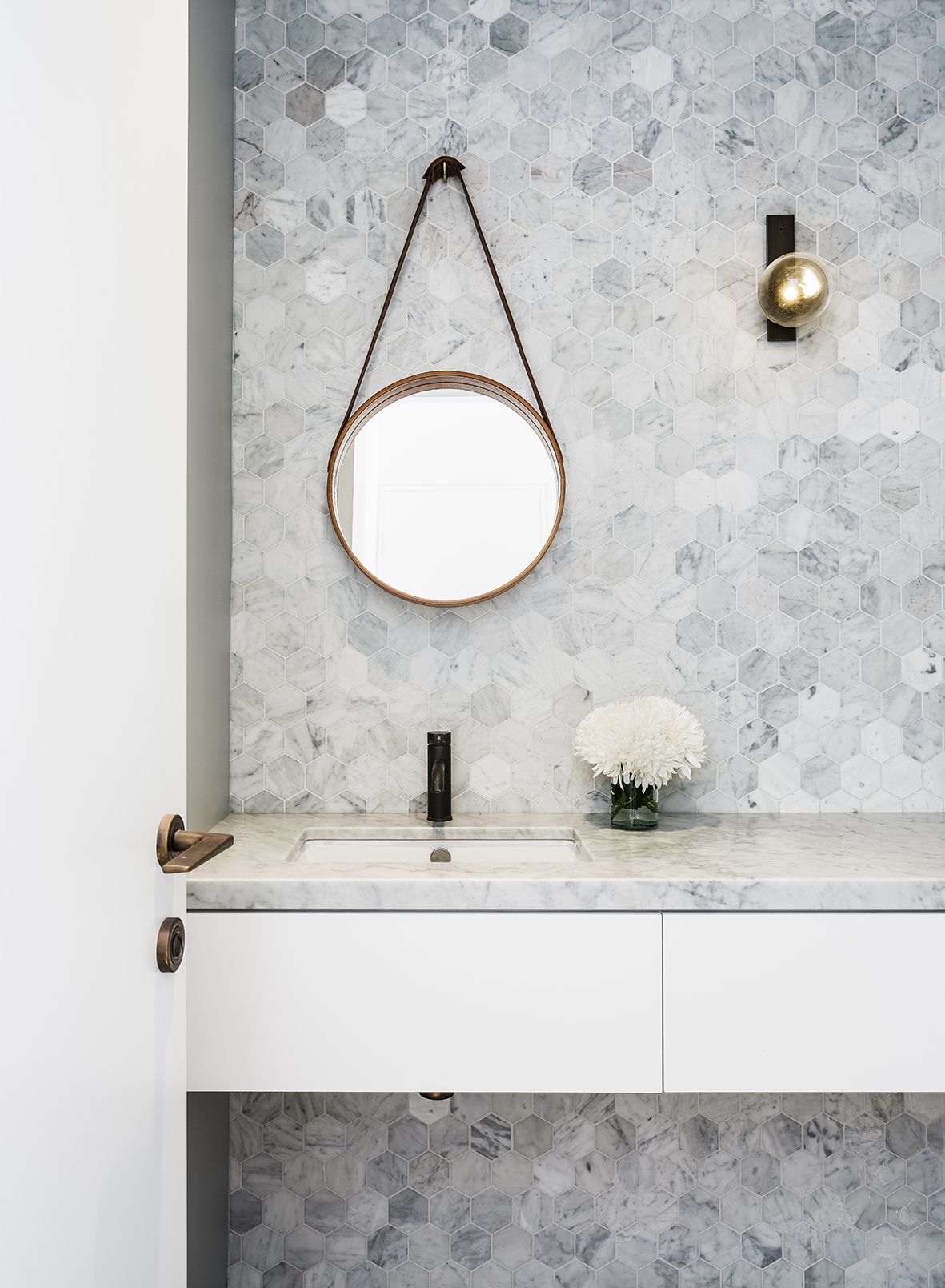 Here's Everything You Need to Know About Bathroom Light Fixtures | Hunker