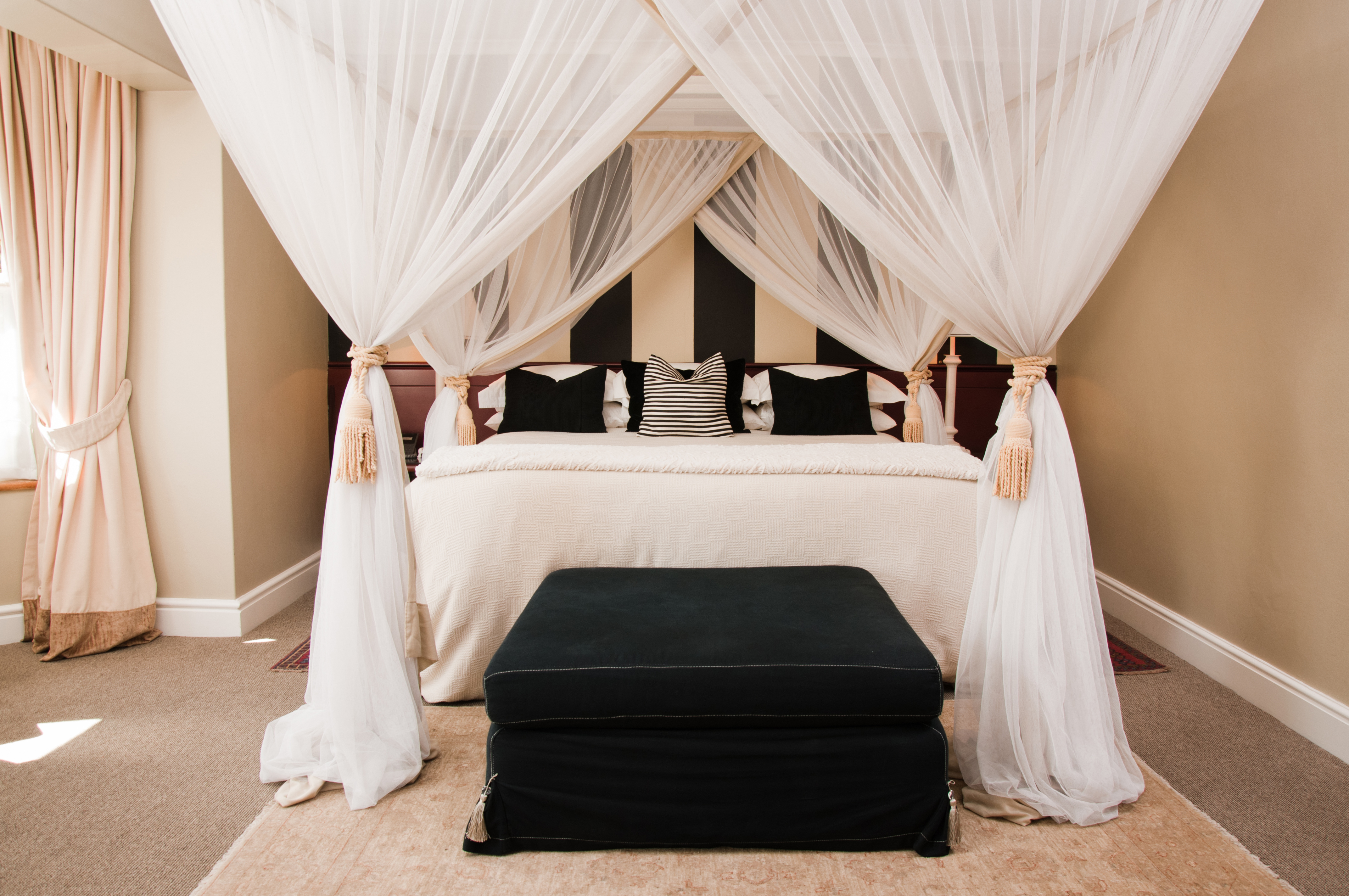 Picture of: How To Make A Four Poster Bed With Curtain Rods Hunker