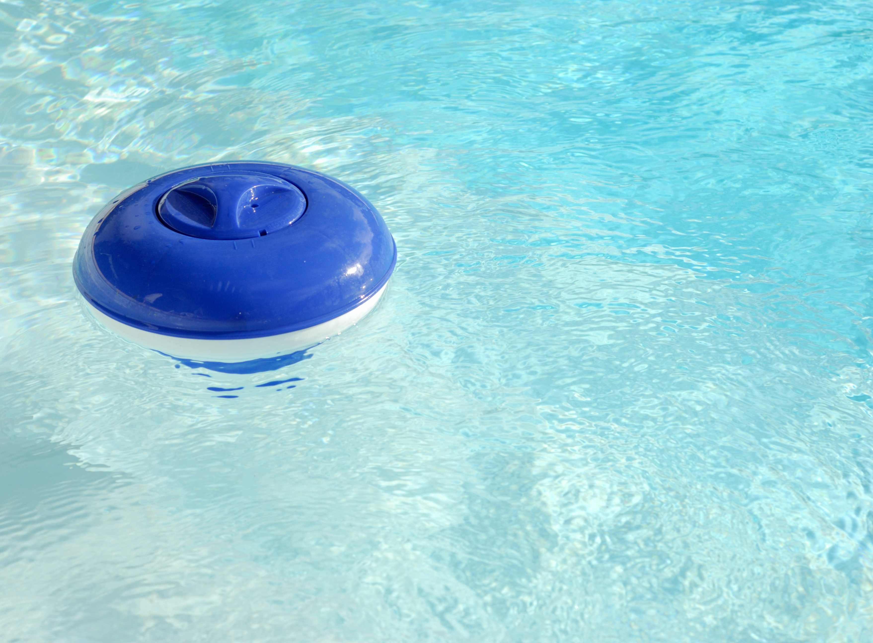 How to Use a Floating Pool Chlorinator | Home Guides | SF Gate