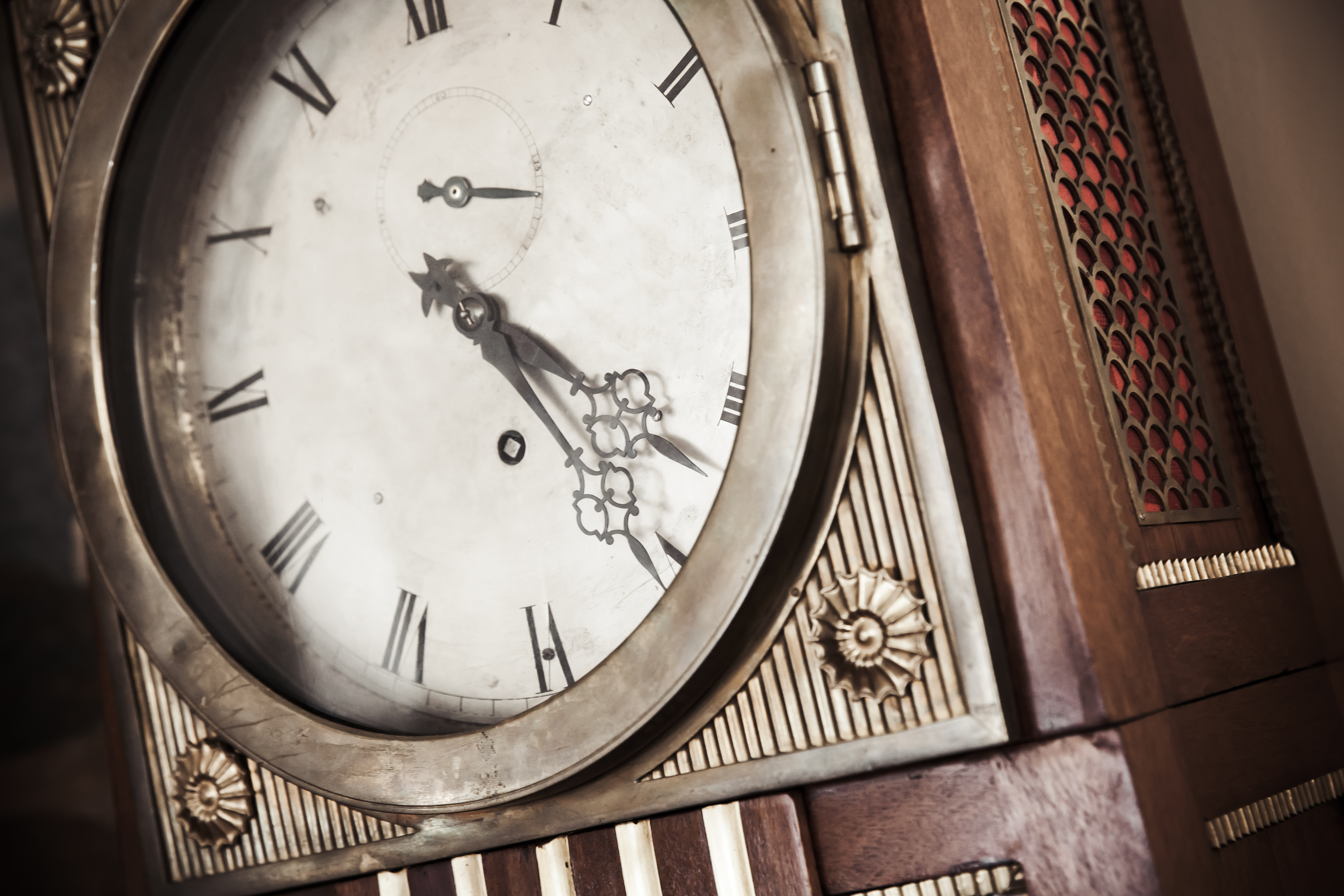 How to Set the Time & the Chime on A Grandfather Clock | Hunker