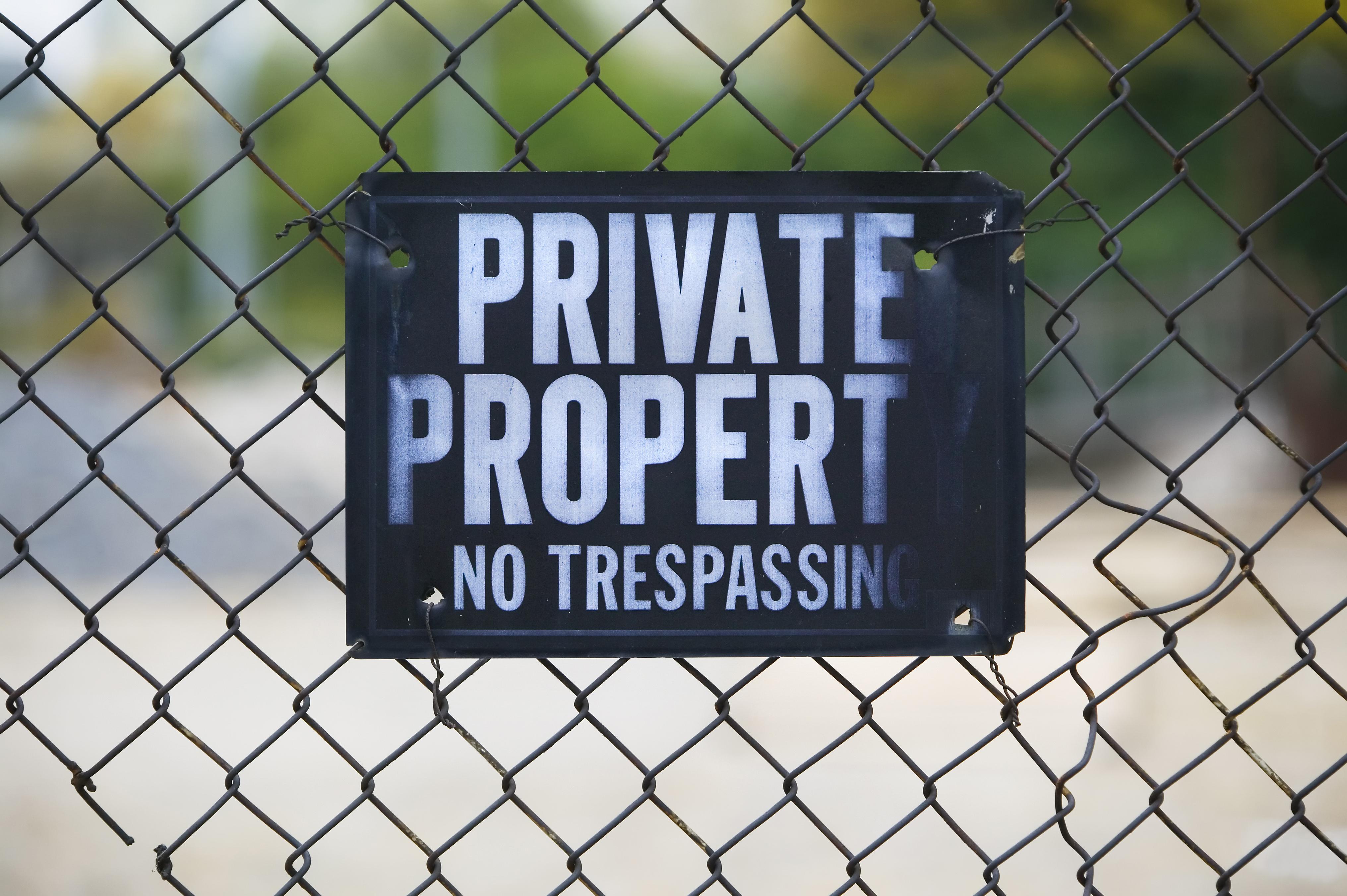 Restraining Order Vs  No Trespassing
