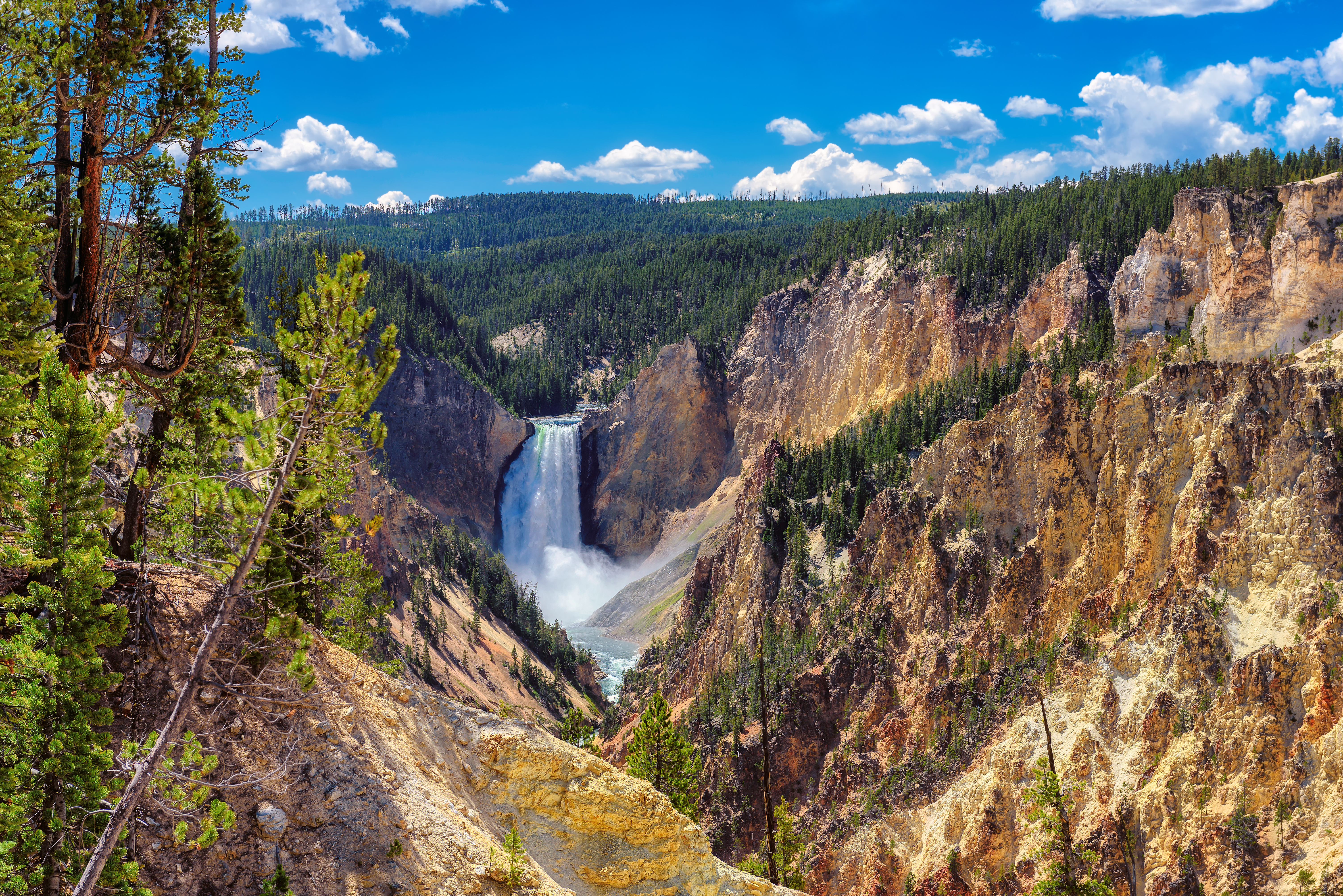 Towns Nearest To Yellowstone Park